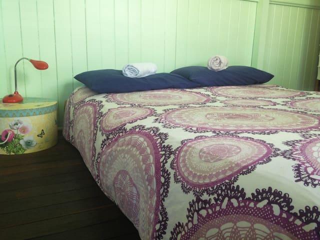 West End Queenslander - Cosy Room / Sunroom - West End - Maison