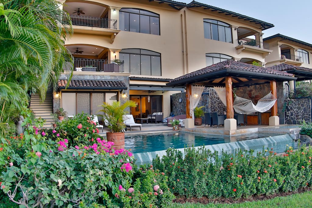 Bask in the beauty of Reserva Conchal Villa Malinche 5
