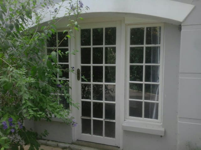 Private self-catering suite at Kloof Manor House - Kloof - Villa