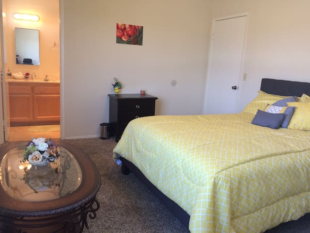 No Cleaning, Deposit or 2nd Guest Fee ! 1BR/1Bath - Chula Vista
