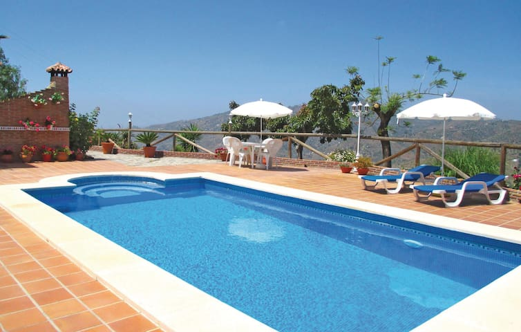 Holiday cottage with 2 bedrooms on 90 m² in Sayalonga