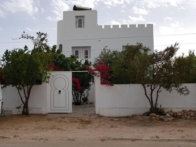 Kerkennah - Large Arabic Style Home