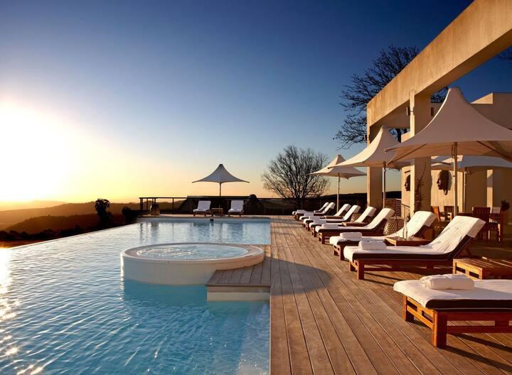 Relaxing Elegant Villa with Vineyard View