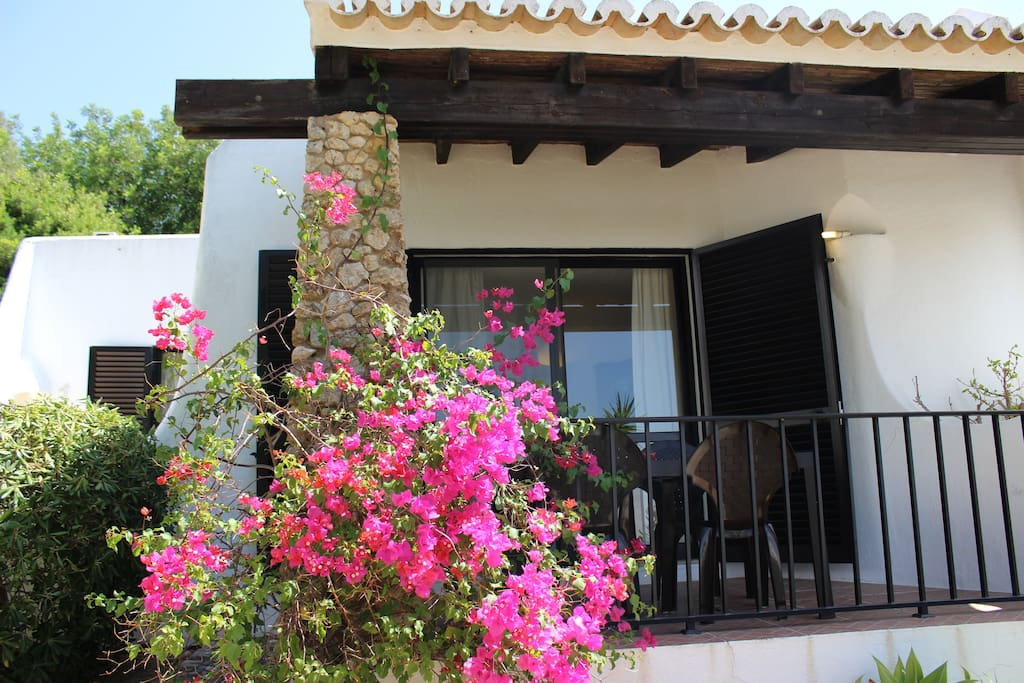 Moorish-style Cosy Villa with 2 Bedrooms, Free Wifi, and two private terraces