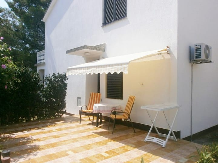 Lovely Studio Malina close to the Beach