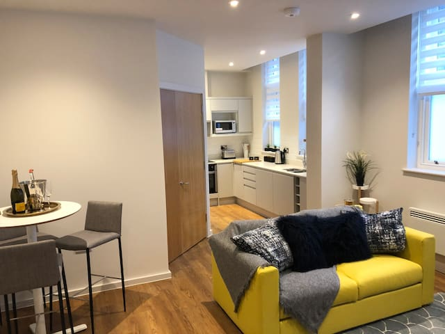 ⭐️ Contemporary City Centre 2 Bed & PARKING