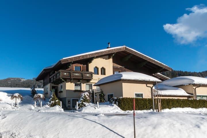 Modernes Herrenhaus mit Sauna beim Skigebiet in Filzmoos