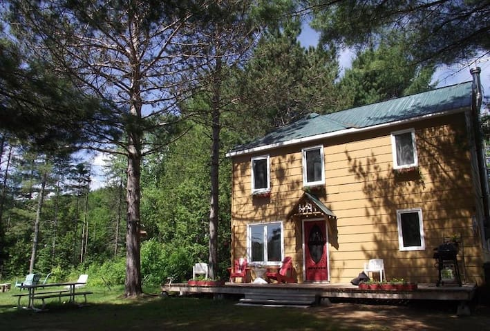 River Breeze Private Cottage and Pet Friendly