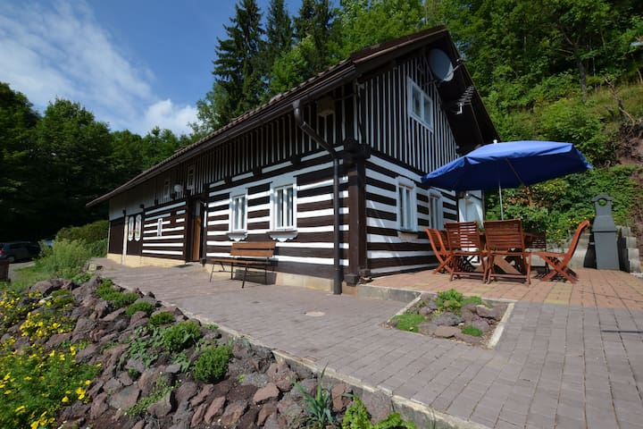 Comfortable log cabin on the southern slope of the mountain Kozákov. Unobstructed view!