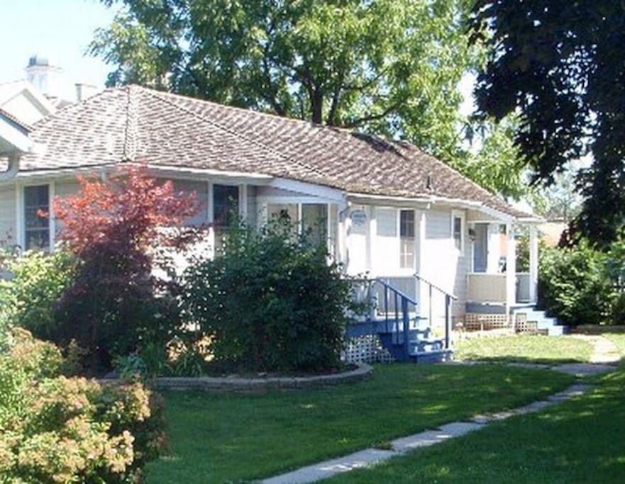 The Court House Cottage Cabins For Rent In Niagara On