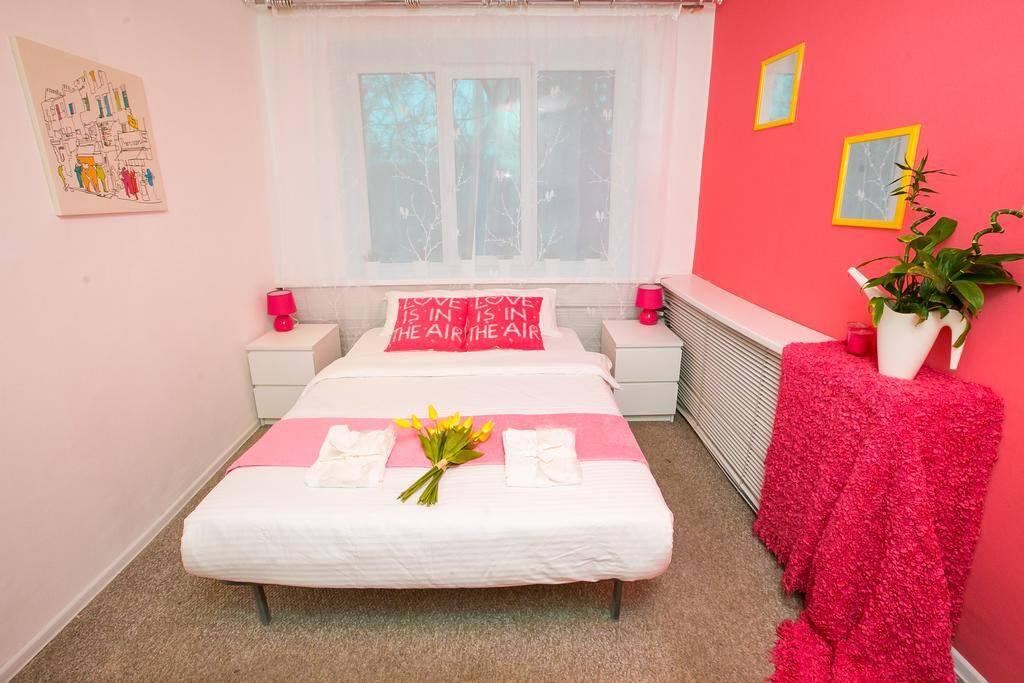 Двухместный номер с одной двуспальной кроватью ( Розовая гамма)