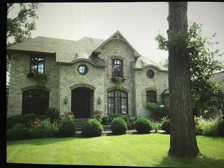 North Naperville/Warrenville Area Estate Home