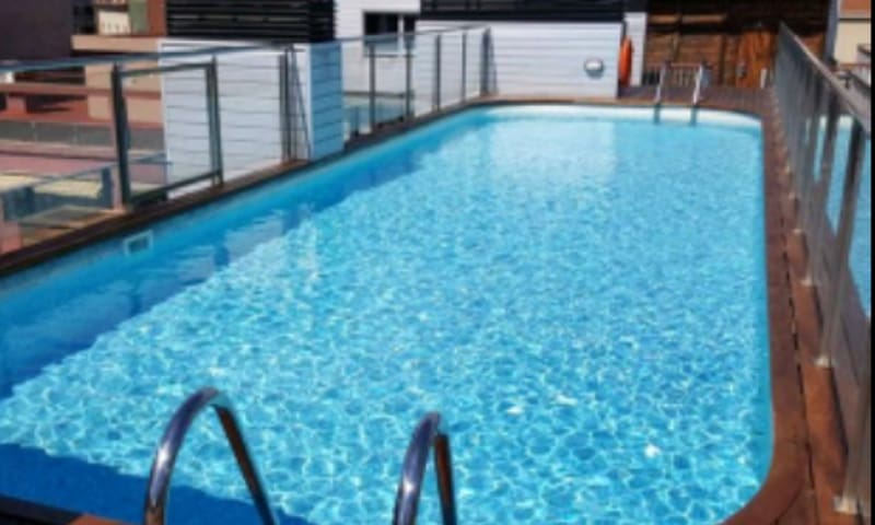 ONLY FOR WOMAN:luxury ap. with pool, aa, WIFI - Barcelona - Leilighet
