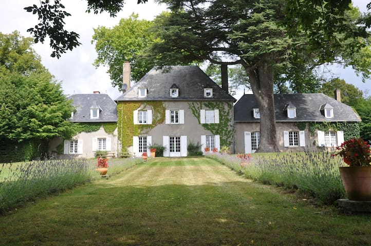 Demeure du Bost, magnificent mansion in the countryside with swimming pool