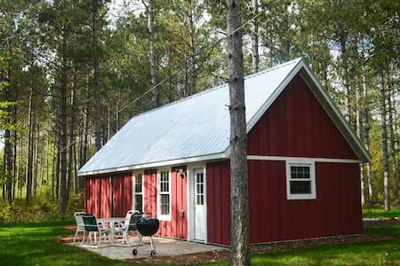 Cabin nestled in the Pine Grove on the Pine River!