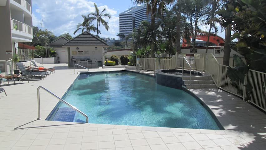 Central Broadbeach Luxury Apartment - sauna & gym - Broadbeach