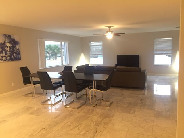 New apartment in front off beach!!! - Indialantic - Apartamento