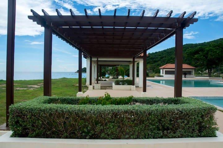 Beautiful Beachfront 3 Bedroom Villa in Jamaica