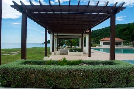 Beautiful Beachfront 3 Bedroom Villa in Jamaica