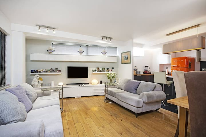 Stunning 2 Bed + Balcony Apartment in Kings Cross