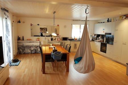 Dorfleben mit Öv-Verbindungen + Autobahnanschluss - Pfaffnau - House