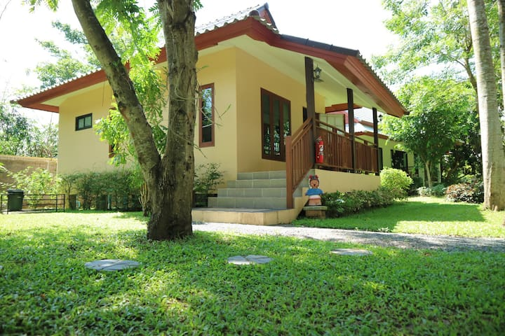 Quiet Private Cottage House in the Garden - สันทราย - Haus
