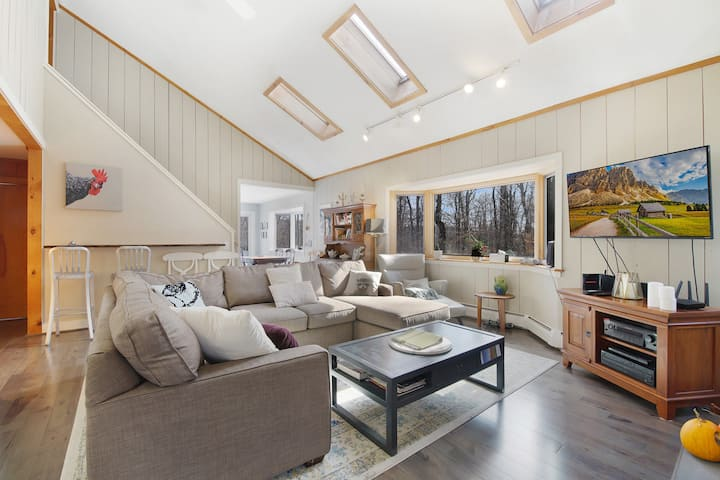 5 miles MtSnow - Hot tub - Fireplace - Rec Room
