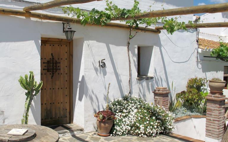 La Forastera - Benaque - บ้าน