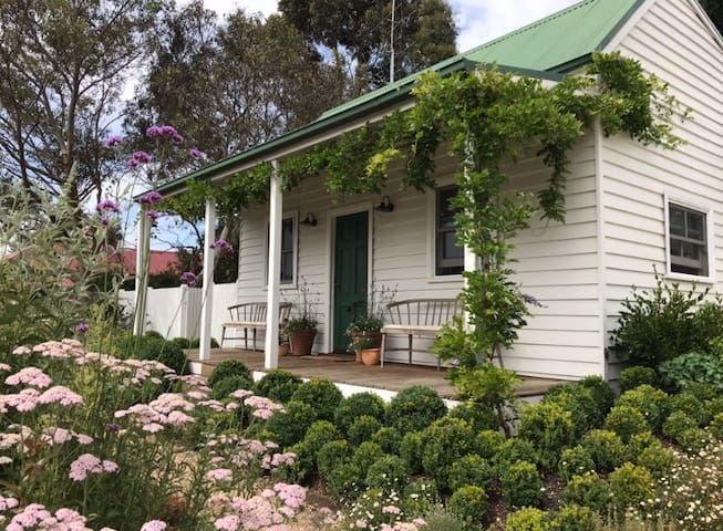 Morris Cottage, Victorian charm in Trentham