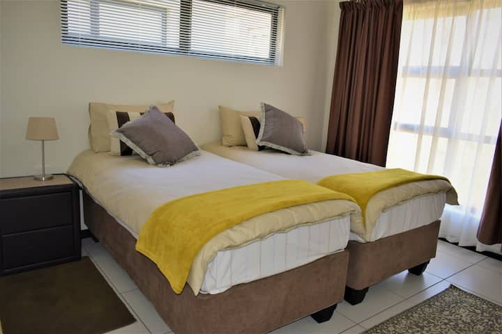 Beautiful bedroom in Brand New Complex in Sandton!