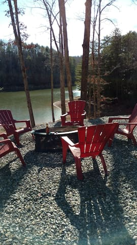Cozy Lake front cottage - Blairsville - Casa