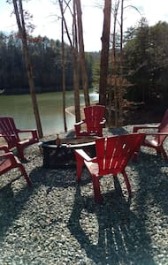 Cozy Lake front cottage - Blairsville - House