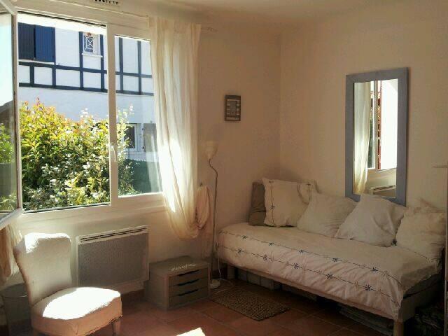 Cute room in my home in Ahetze village - Ahetze - Huis