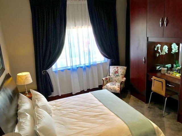 Deluxe Queen Room, J's Guesthouse