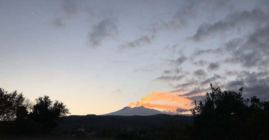 Etna Apartment with swimming pool, garden Abbq: close to Taormina, Etna and Sea.