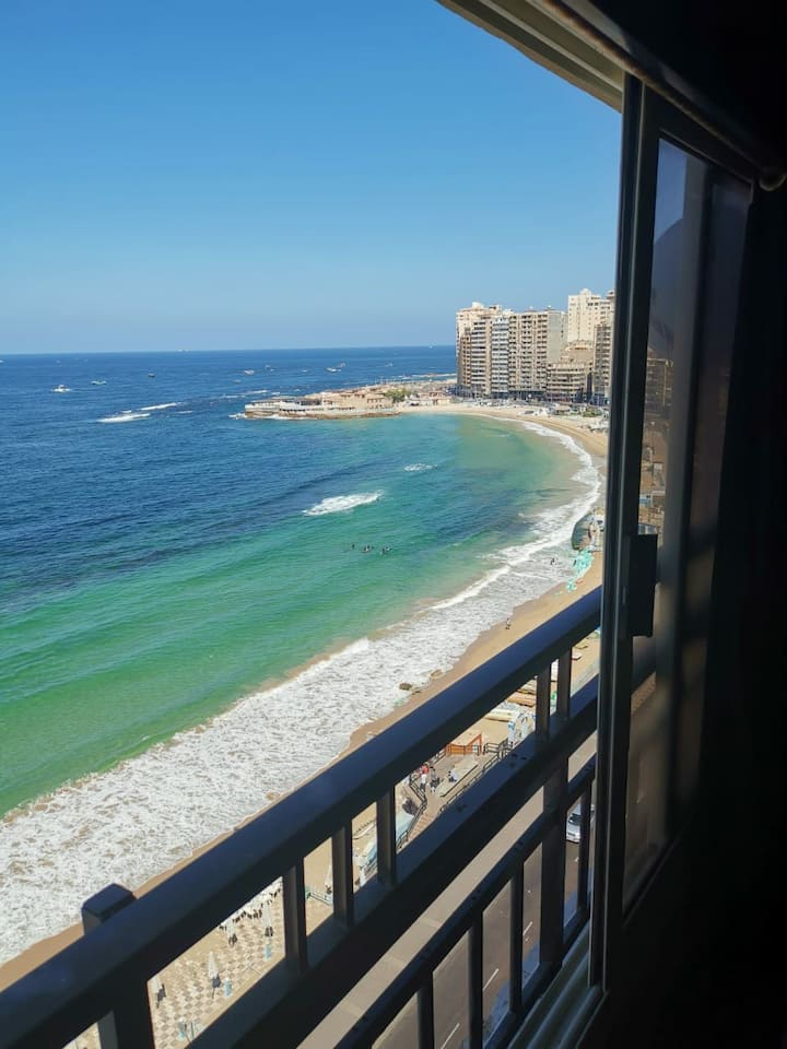 Beach front flat with amazing view in Sidi Beshr#2