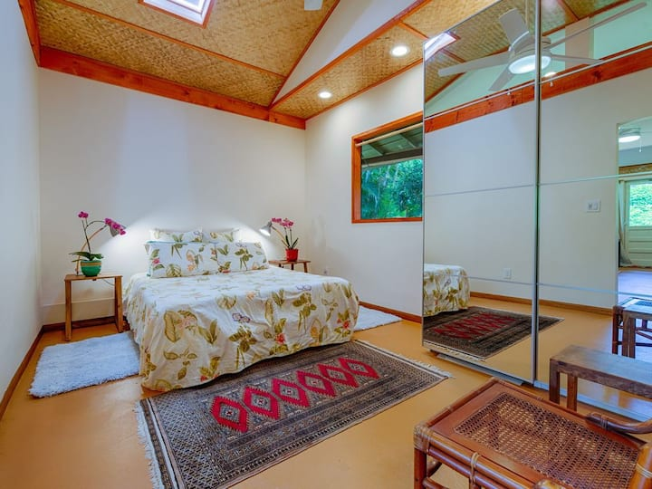 A Suite Perfectly Located for a Laid Back Island Vacation~Special Cleaning!