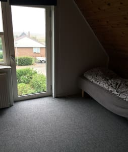 Lovely room in village 3 - Holstebro - Villa