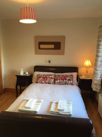 Lovely double room with ensuite bathroom