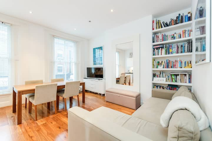 Modern Apartment by Oxford Circus great titchfield