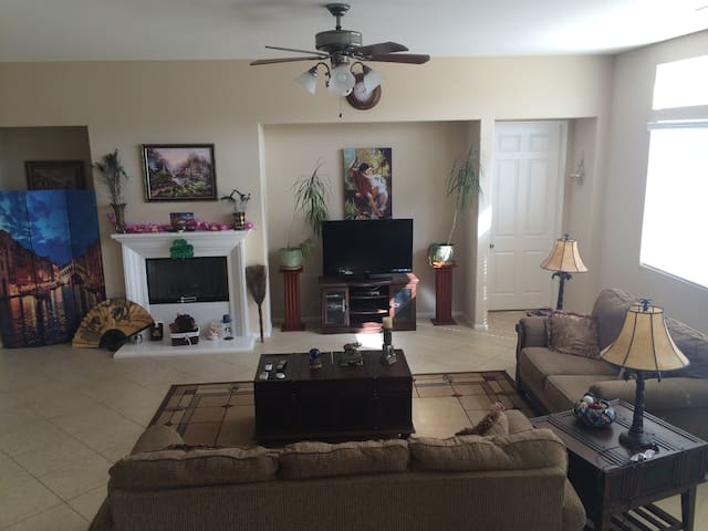 New,Easy Freeway access & Shopping - Palmdale - House