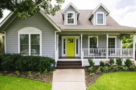 Beautiful and Charming Historic Home - Grapevine