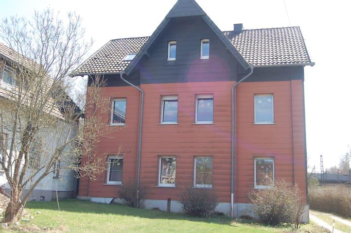 günst. Schlafraum mit 1-4 Matratzen für Durchreise - Altenbeken - Rumah