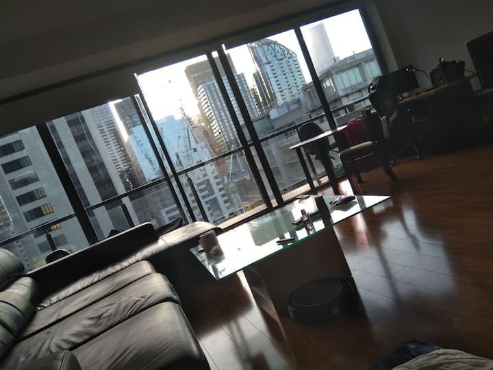 Cozy luxury + friendly multinational space in CBD