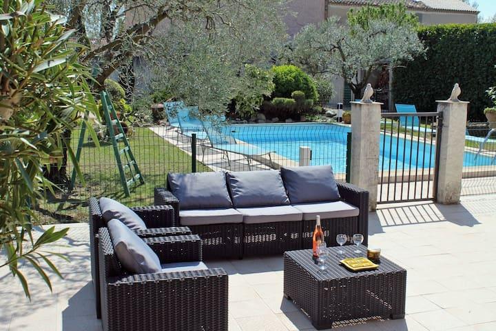 Komfortables Ferienhaus mit Pool (688 RMY) - Maillane