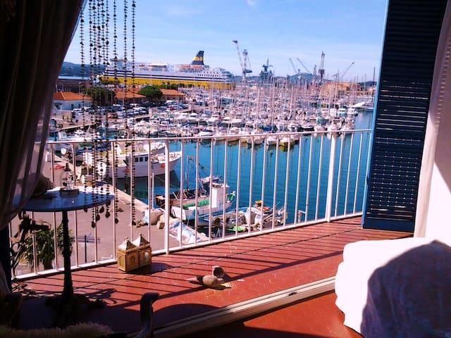 MAGNIFIQUE VUE MER AU PORT DE TOULON 90 M2+BALCON - Toulon - Flat