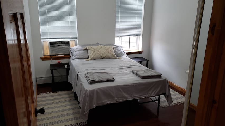 PRIVATE CLEAN ROOM IN BAYRIDGE 4