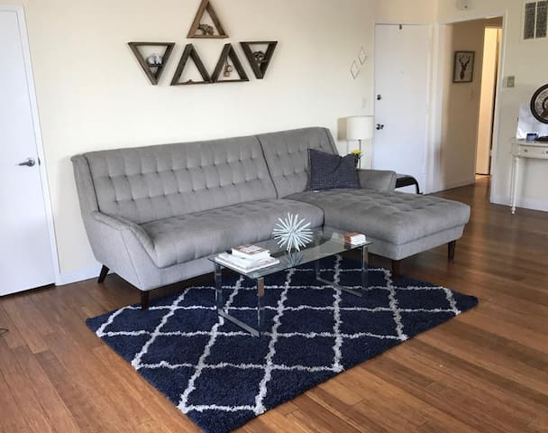 Chic WeHo Apartment - 2 BR/ 2 BA - Prime Location