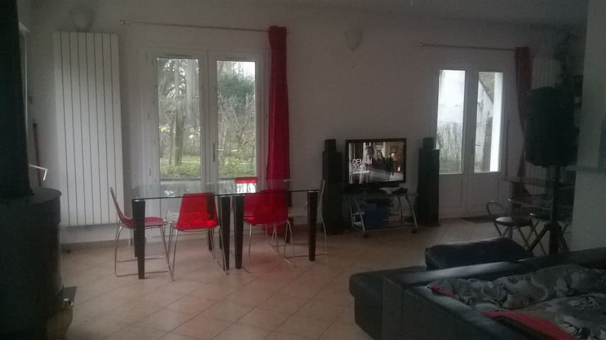 LUXURY ROOM 40 m2 GARDEN  FONTAINEBLEAU GARE - Avon - House