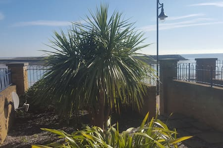 Spacious Double Room-Kingsize Bed by Sea - Eastbourne - House